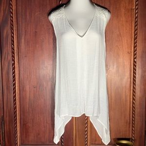 NWOT Plus Size White Lace  V-Neck SharkBite Top 2X